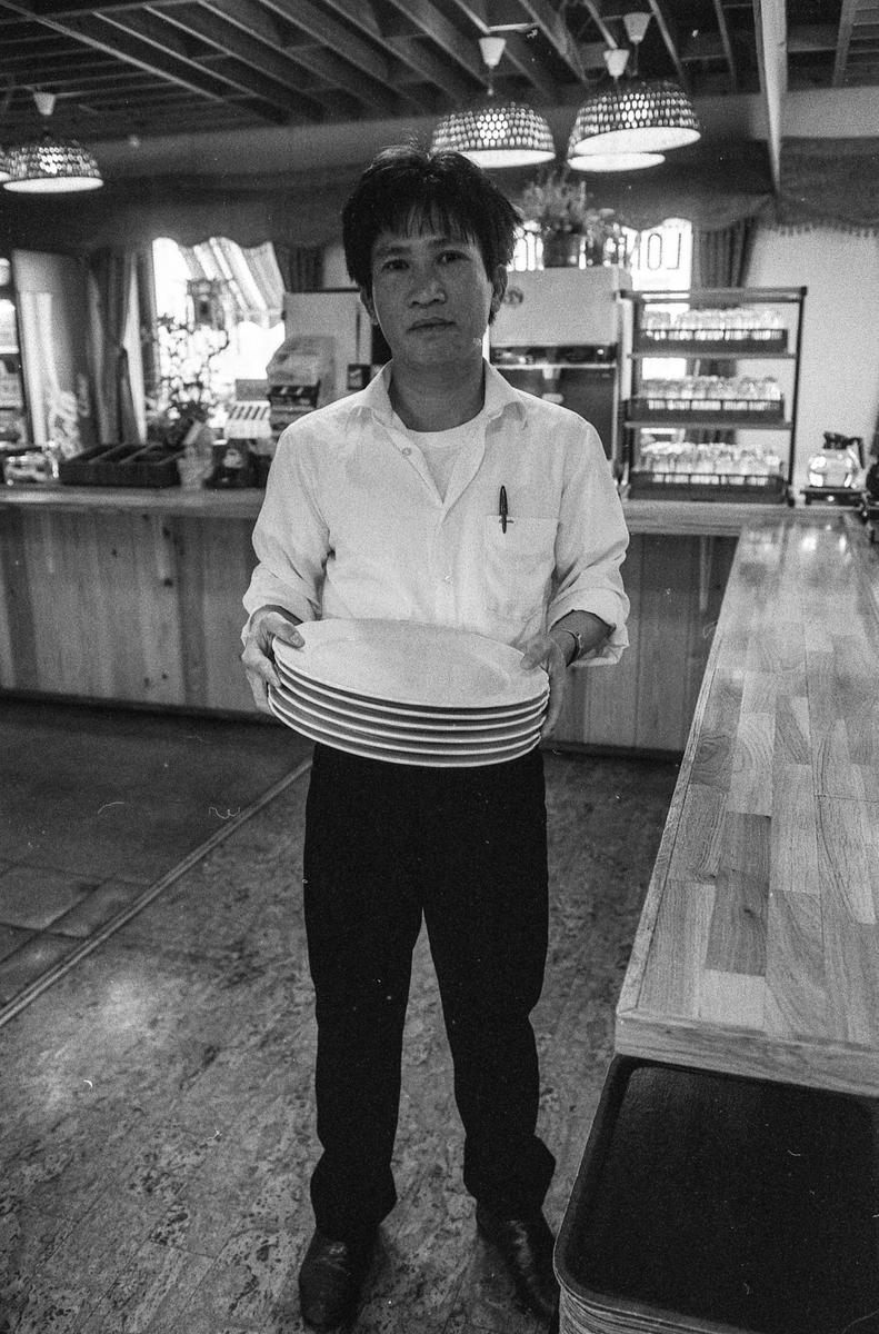 Kafe Long Fung i Ski får ikke skjenkebevilling. Må stenge. Kafeeier Hovan Gioang er fortvilet.