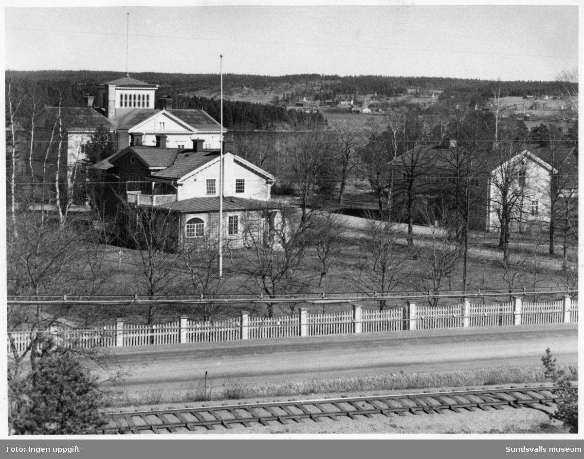 Kubikenborgs herrgård. Riven 1953. På andra sidan sundet skymtar Karlsviks sågverk.