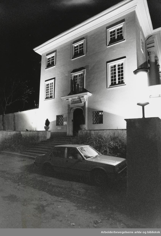 Drammensveien 88 E. Den iranske ambassaden. Oktober 1993