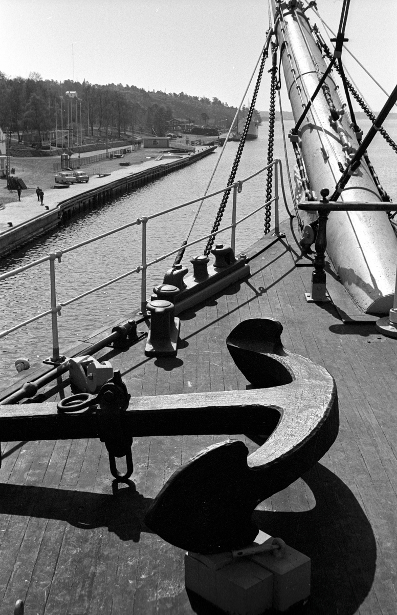 Ålandsresa. Pommern, världens enda fyrmastade fraktsegelfartyg, numera Museifartyg. Fördäck med ankare