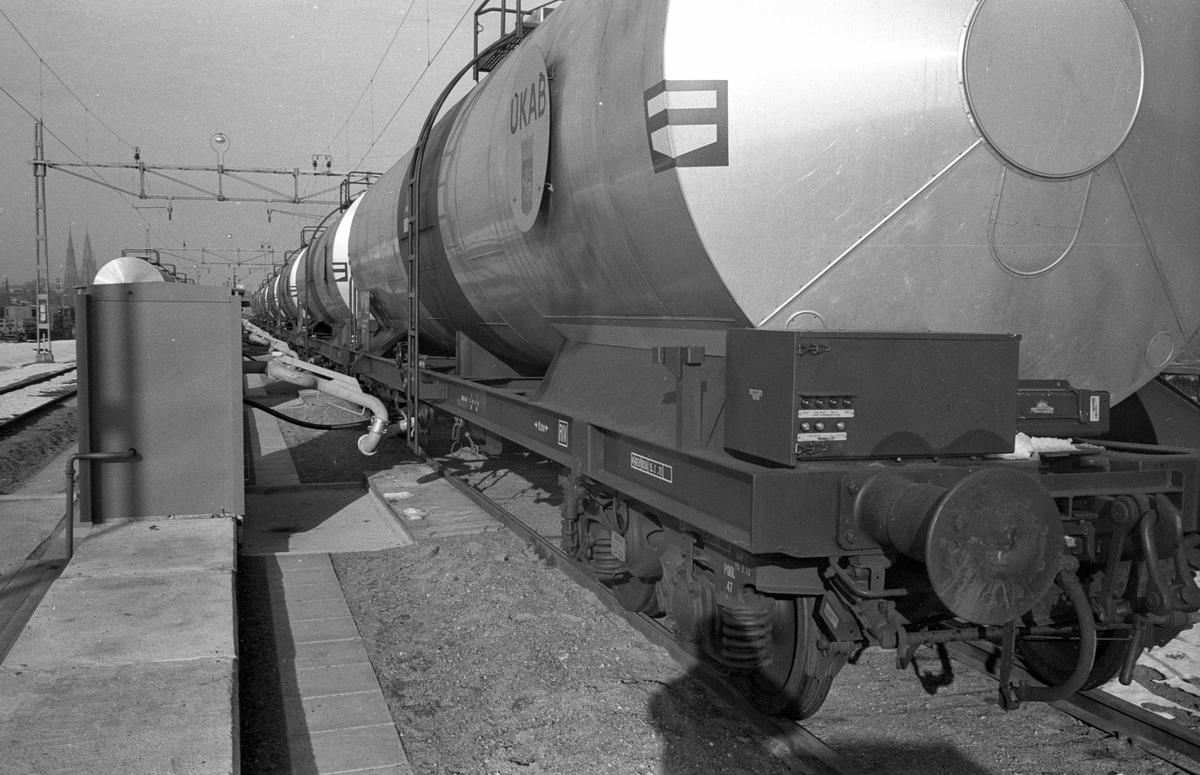 Oljetransport Uppsala - Gävle. Uppsala Kraftvärme AB, pumpstation.  Överföringsrör med bajonettkoppling