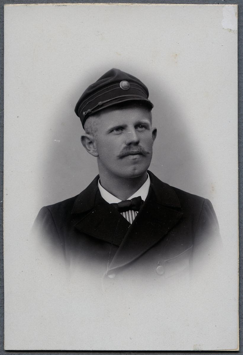 Lokförare Jacob Brandt, vid Norsholm - Västervik - Hultsfred Järnväg.
