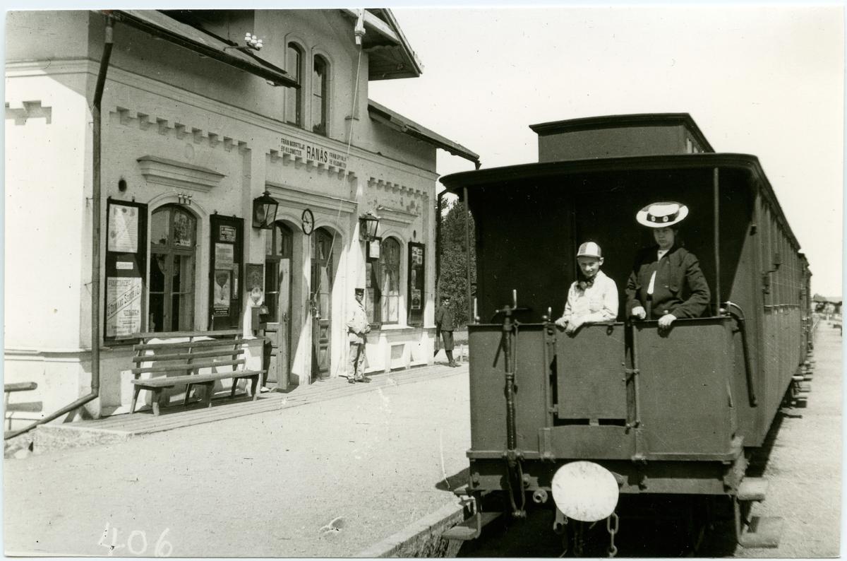 Resande på Rånäs station.