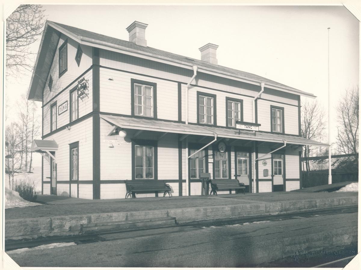 Täng station