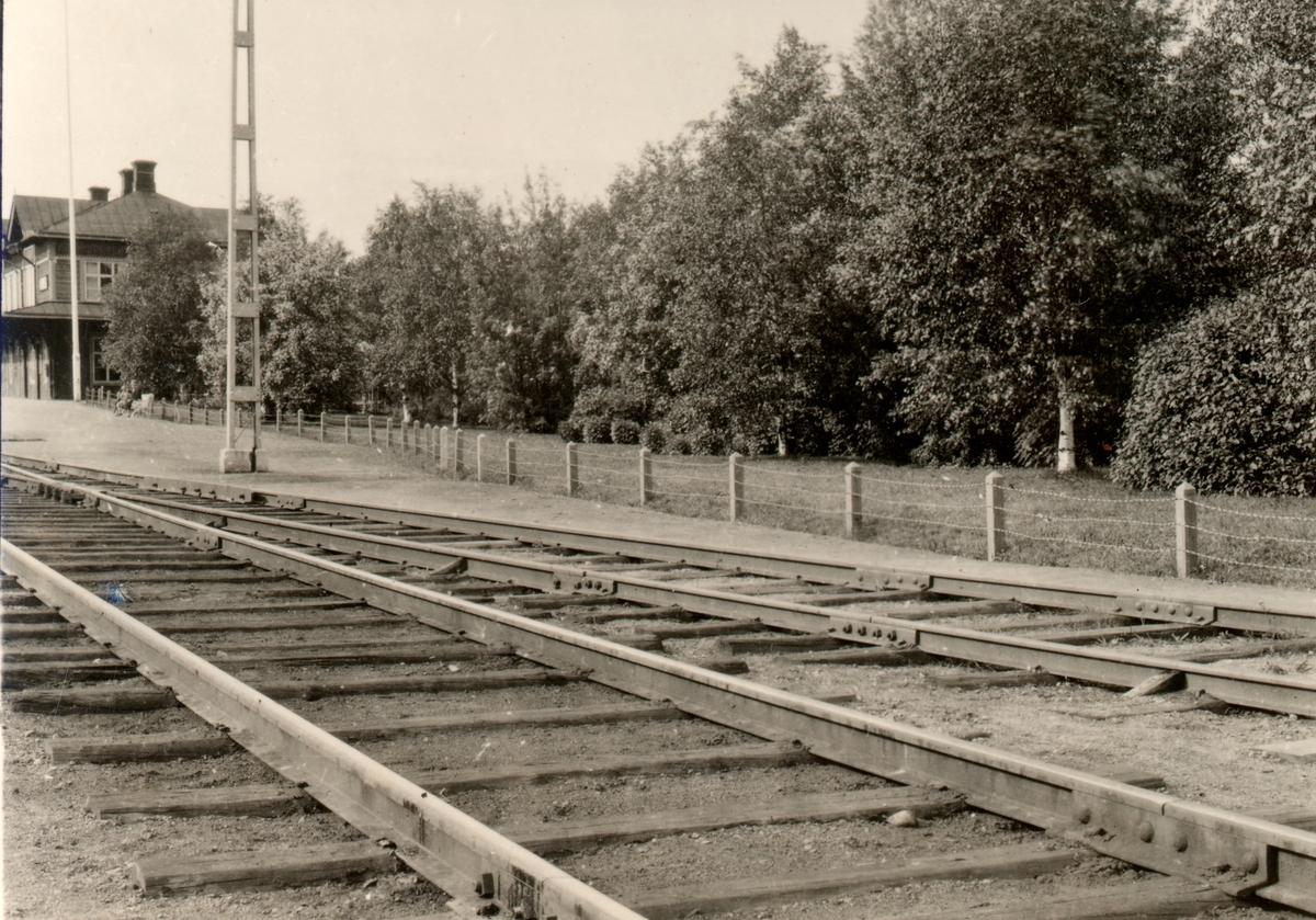Statens Järnvägar, SJ, Stationen påbyggt med en våning 1917 nedlagd 1979.