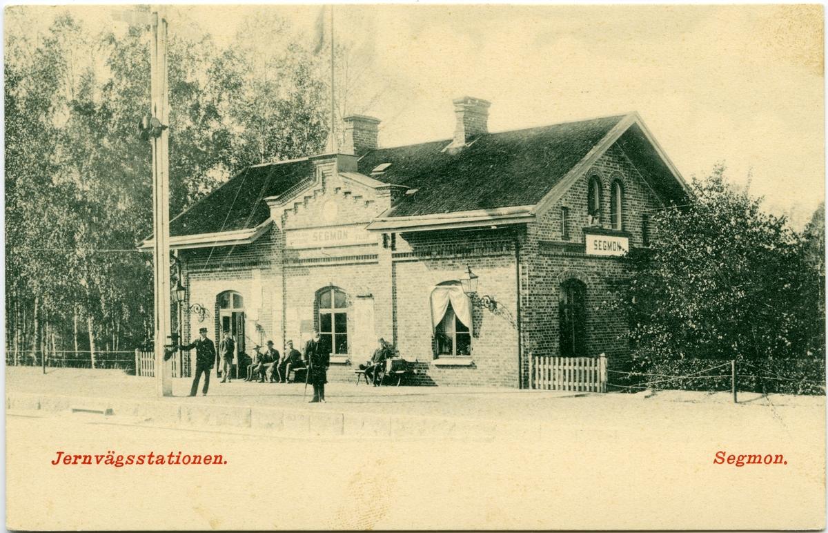 Segmons järnvägsstation.