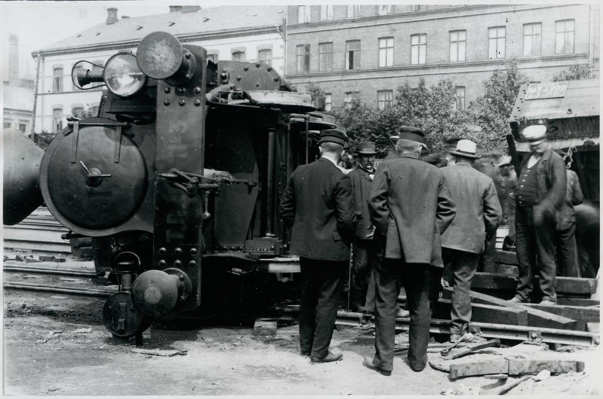 Södervärns station. Trelleborg - Rydsgårds Järnväg, TRJ lok 3, urspårning på grund av fellagd växel.