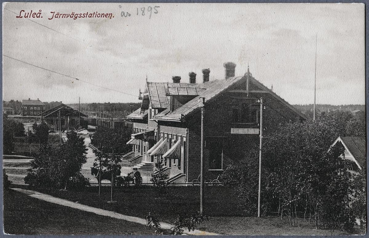 Gatusidan av stationen i Luleå.