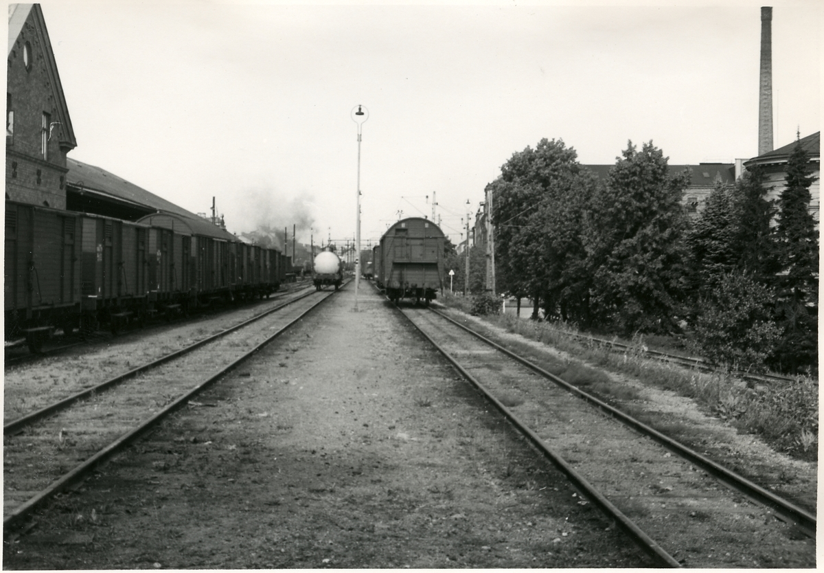Eskilstuna, godsstation, norrut. Bilden tagen inför elektrifieringen av Trafikaktiebolaget Grängesberg - Oxelösunds Järnvägar.