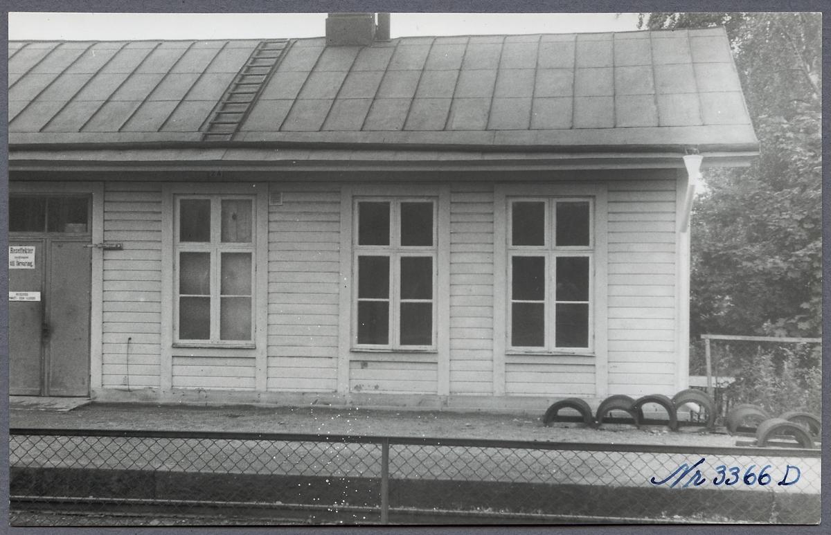 Godsmagasinet vid Bålsta station.