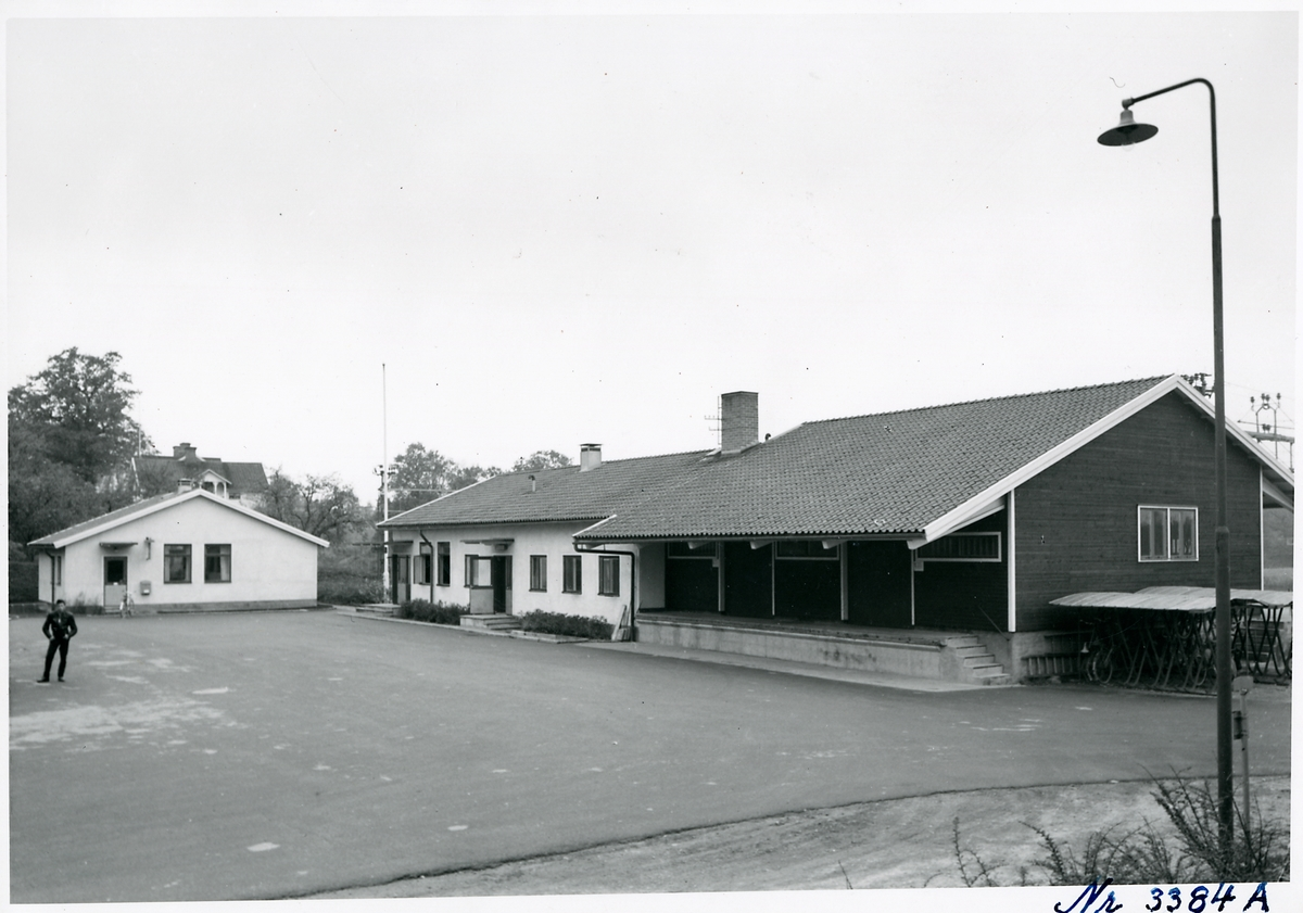 Sparreholm station från gatusidan.