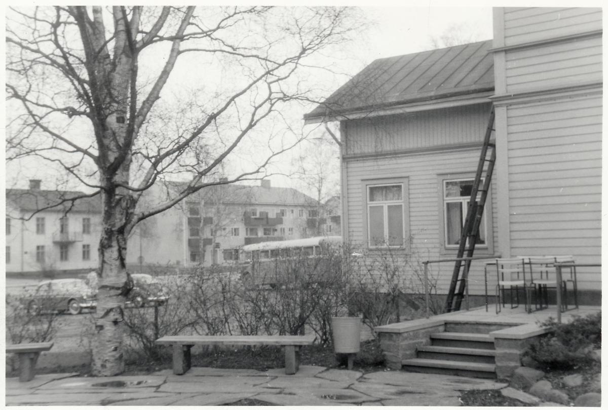 Vid järnvägshotellet i Vännäs.
