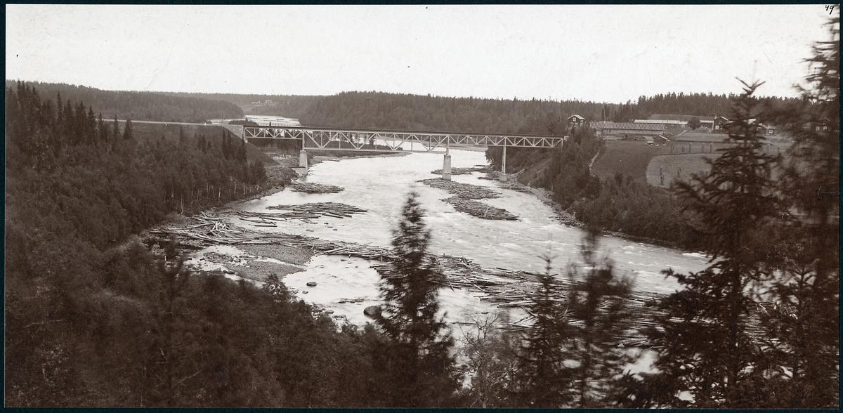 Bron över Skellefteälven på linjen mellan Klutmark och Slind, längs statsbanan Bastuträsk-Skellefteå-Skelleftehamn.