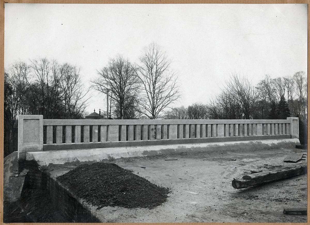 Barriär till vägport i Tredje Avenyen, Hässleholm november 1918.