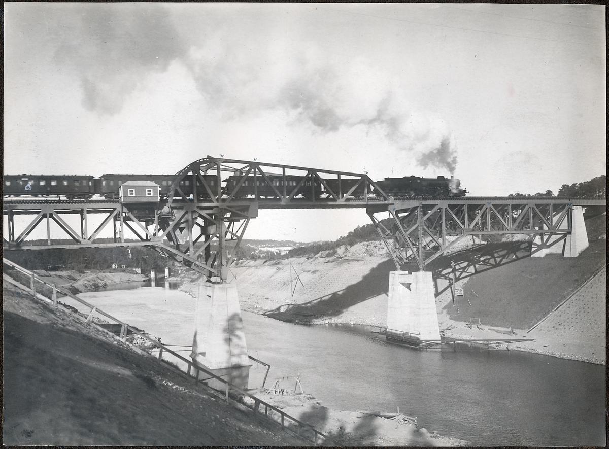 Klaffbron över Södertälje kanal.