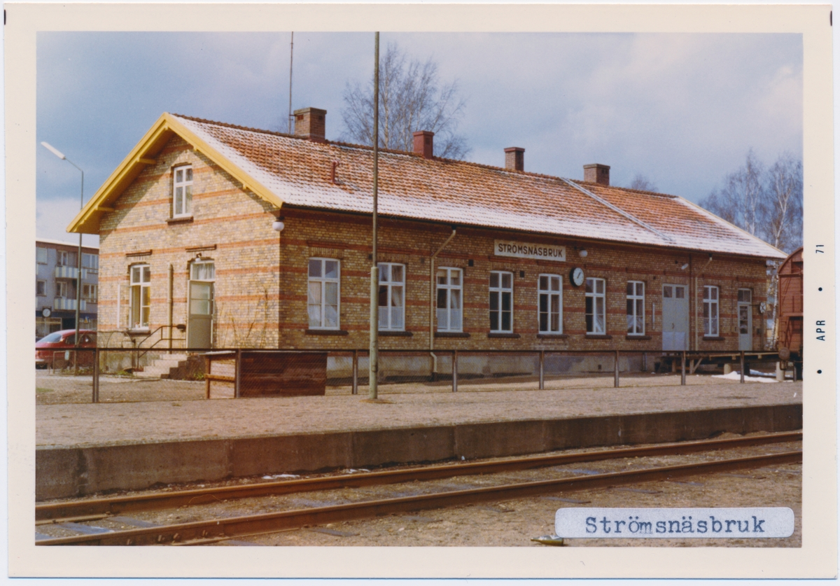 Stationen byggd 1899, stationshuset, envånings i tegel.moderniserat 1941, stationen har knappställverk. Vattentornet revs 1978 och godsmagasinet 1980.