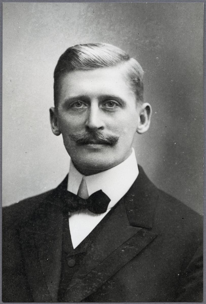 Maskiningenjör Lars Waldemar Ståhle vid Stockholm-Roslagens Järnvägar, SRJ.