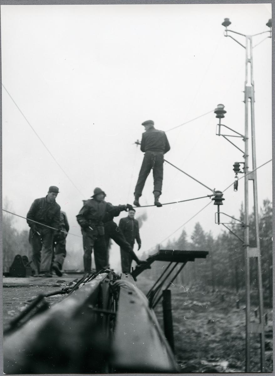Kontaktledningsmontage på linjen Gävle - Söderhamn - Kilafors.