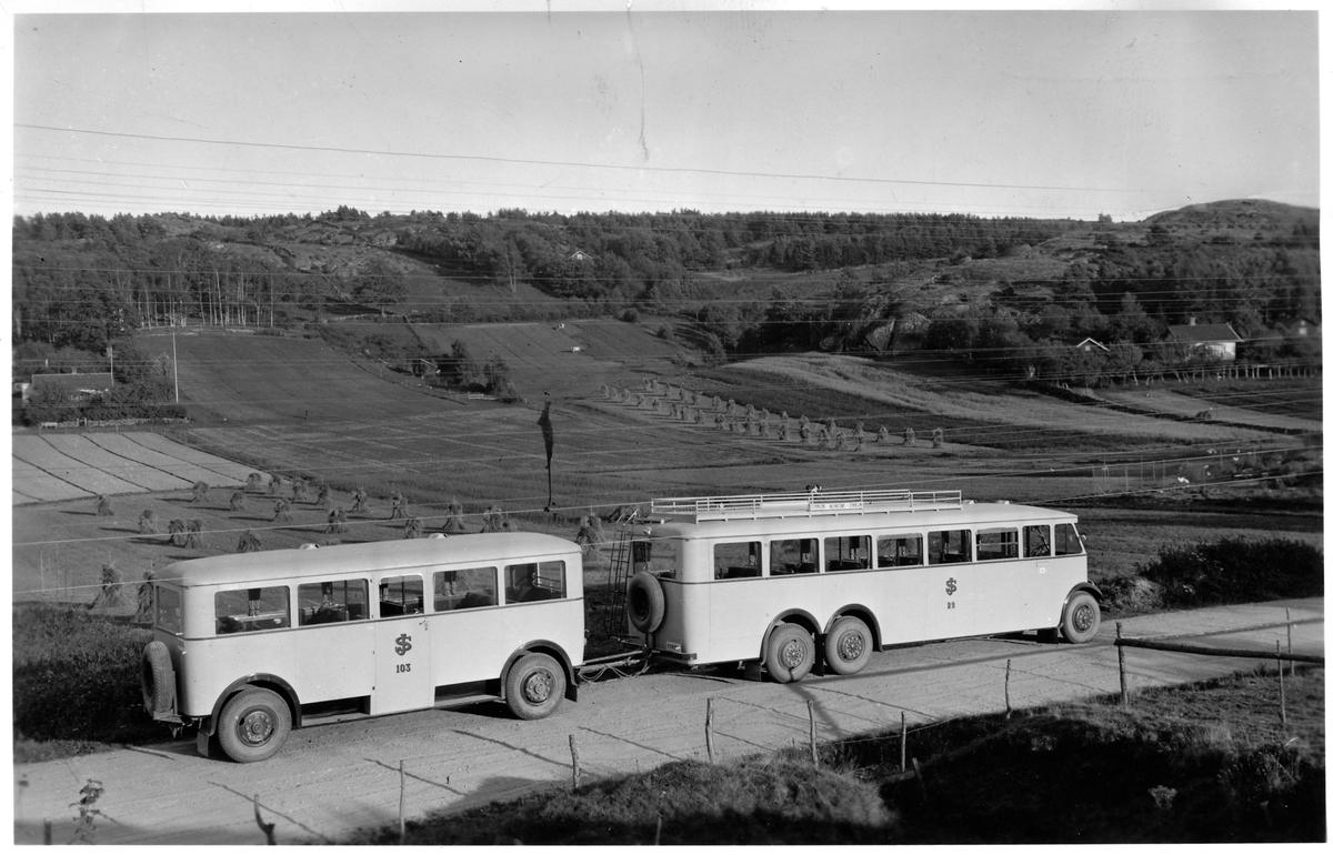 Tidholm buss med släp på Orust. Statens Järnvägar, SJ buss 29 och SJ släp 103.
