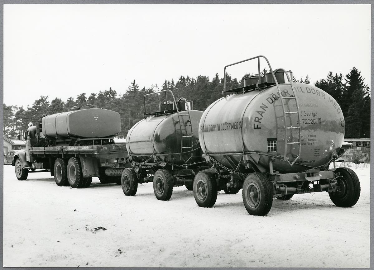 Transport av storbehållare på lastbil.