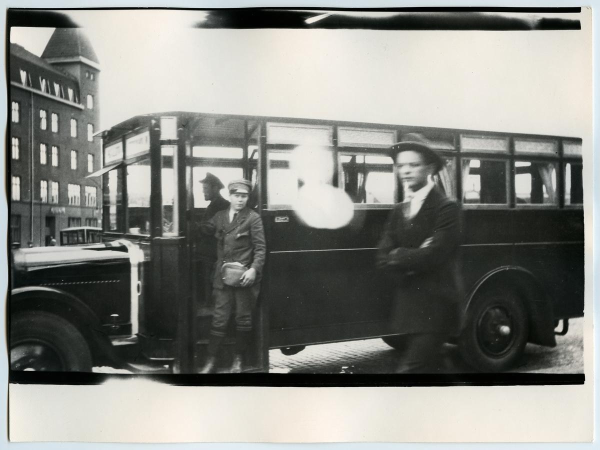Rutebil från Setesdalsbanen. Omnibuss med träkaross.