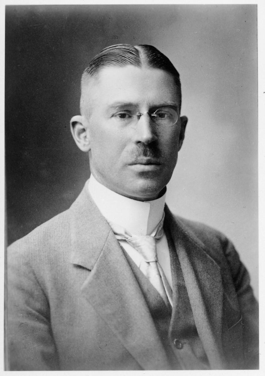 Oscar Laurentius Larsson. Godsexpeditör i Gällivare 1923.