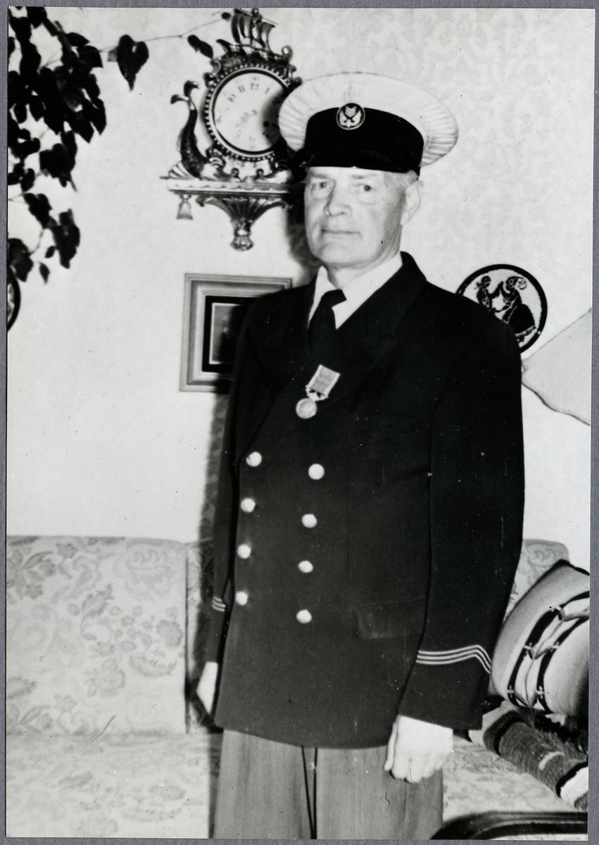 Stationsmästare J. M. Sahl.