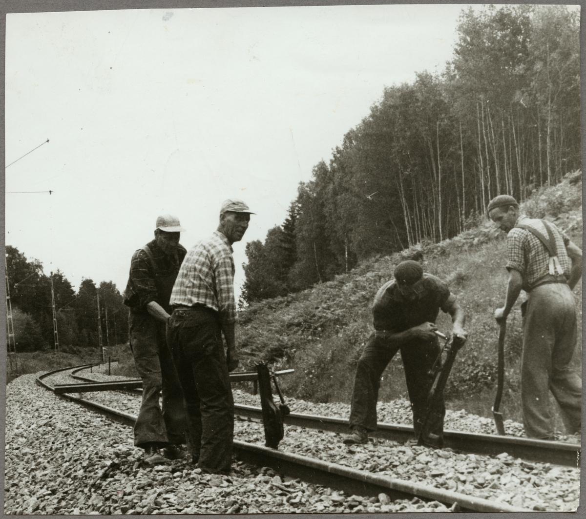 Arbete med spåret vid Rekarnebacken 1963.