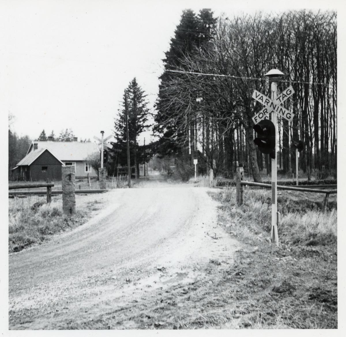 Järnvägsövergång i Stavröd på linjen mellan Kungshult och Eslöv.