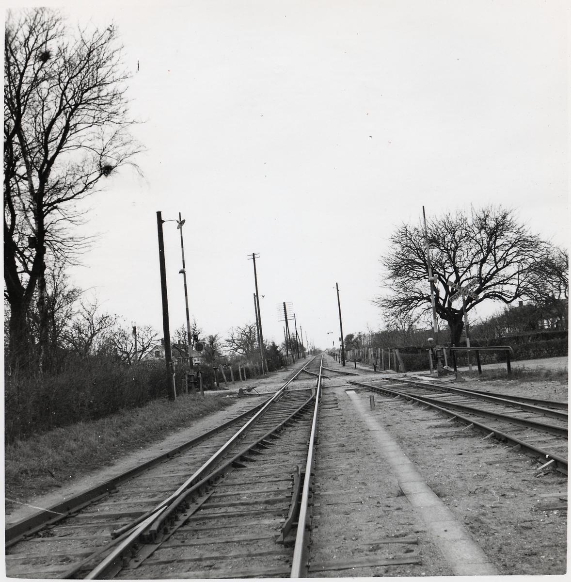 Järnvägsövergång väster om Löderup station.