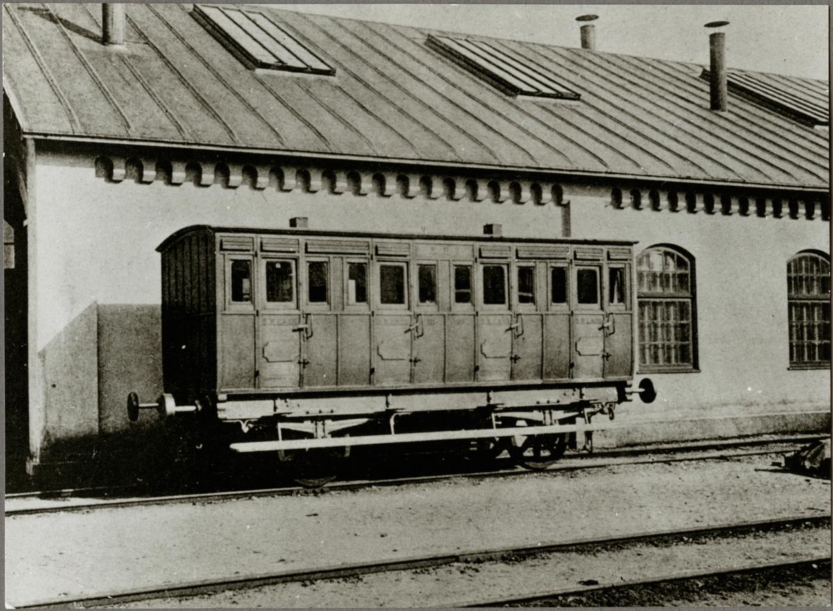 En Köping - Hults Järnväg, KHJ personvagn.