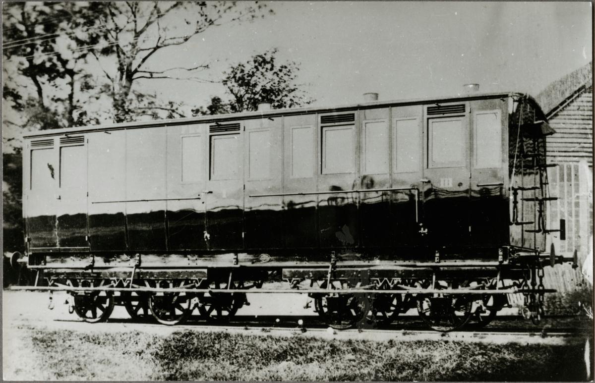 Frövi - Ludvika Järnväg, FLJ personvagn. Första personvagnen med boggi tillverkades för FLJ.