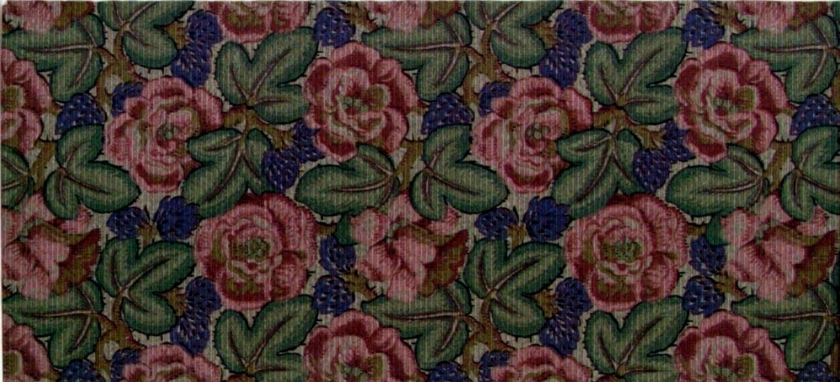 Tätt ytfyllande blommönster i två gröna, rosa, bruna och blå nyanser. Övertryck med ett dubbelt vågmönster. Beigerosa genomfärgat papper.