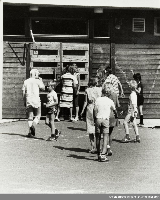 Fossum. Fossumberget skole. Mars 1981
