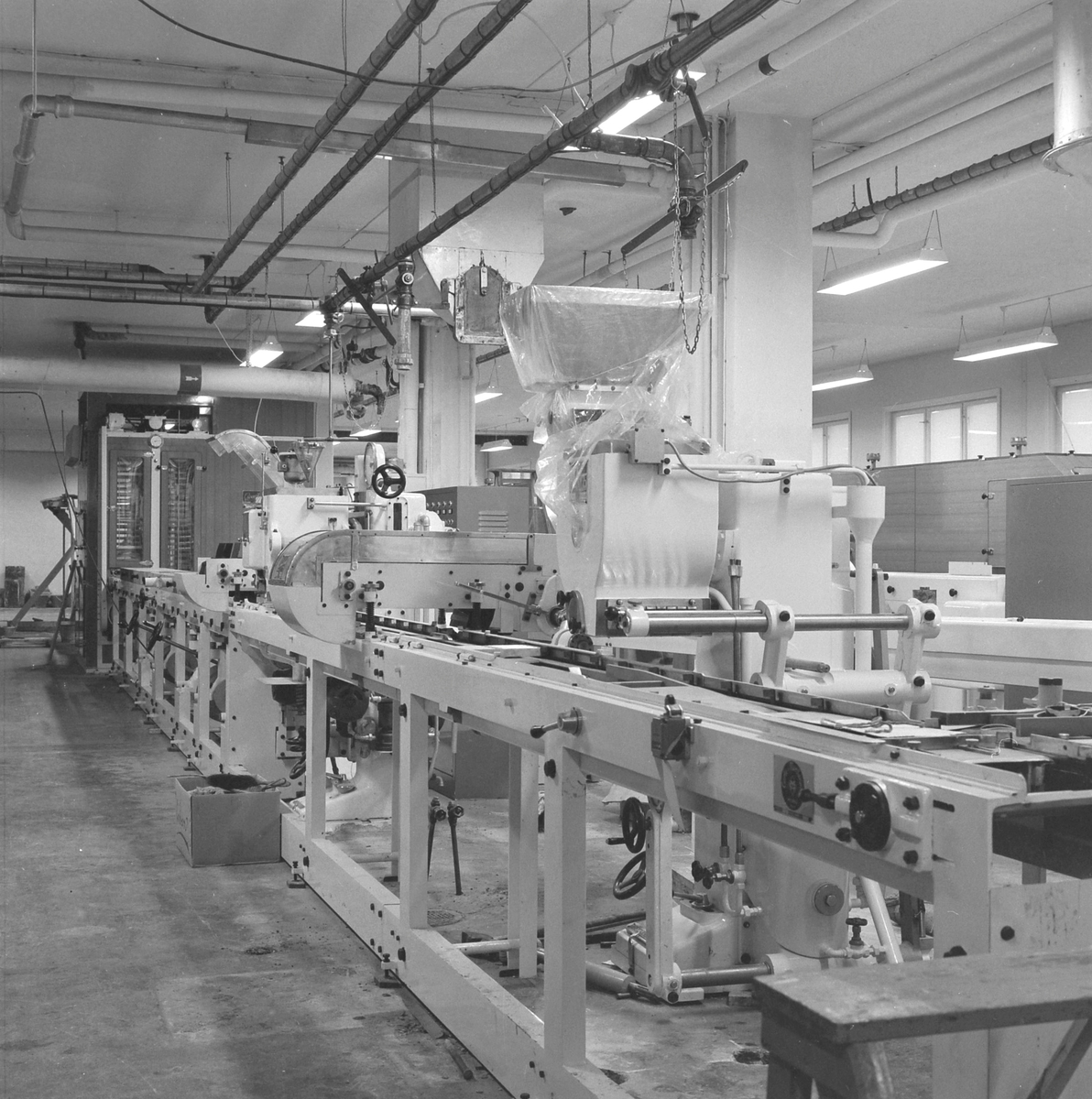Nidar Chokoladefabrik A/S. Montering av ny maskin