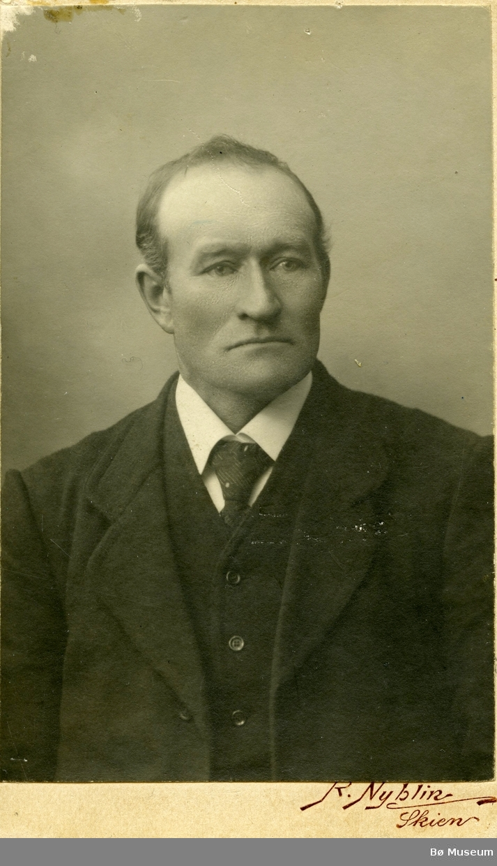 Portrettfoto av Hans Olavsson Torstveit