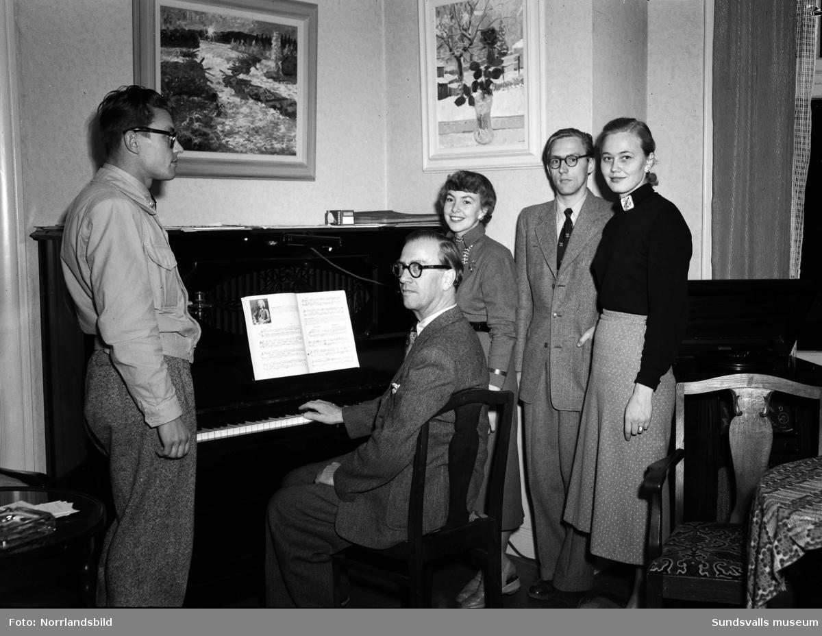 Musikcirkel hos musikdirektör John Hult.