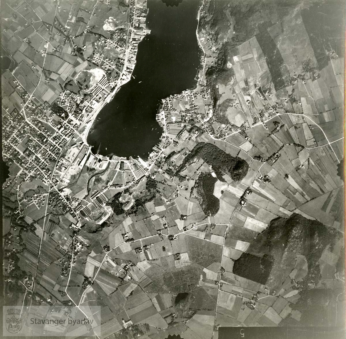 Jfr. kart/fotoplan F14/555..Austrått, Trones, sentrum, Lura, Gandsfjorden..Se ByStW_Uca_002 (kan lastes ned under fanen for kart på Stavangerbilder)