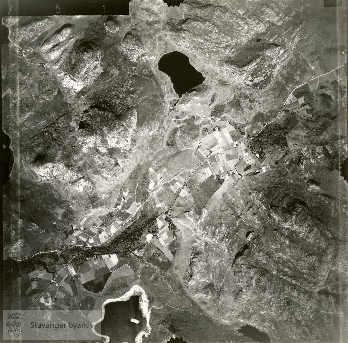 Jfr. kart/fotoplan I12/651..Skjelbreitjørna, Skjelbrei, Levang, Skrussfjellet, Duelifjellet, Nordlandstjørna..Se ByStW_Uca_002 (kan lastes ned under fanen for kart på Stavangerbilder)