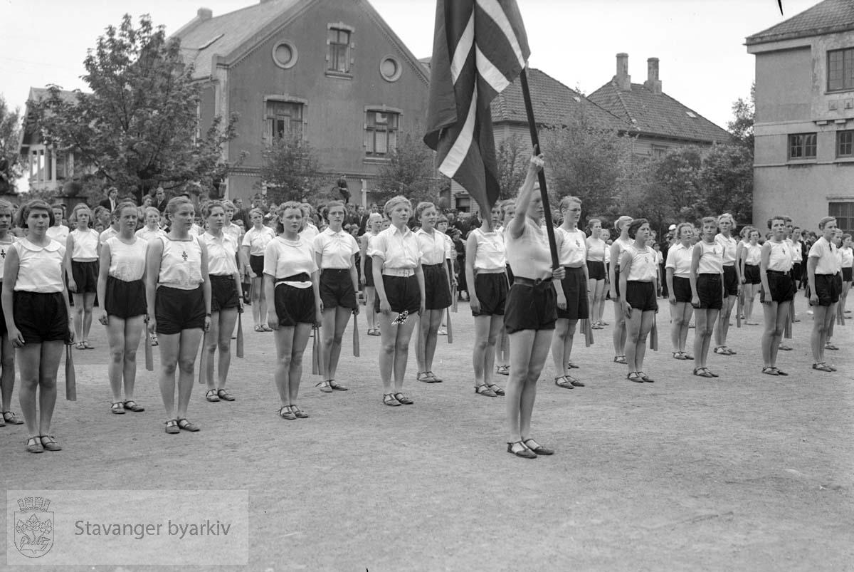 Gymnastikkoppvisning på St. Svithun skole 19.09.1937