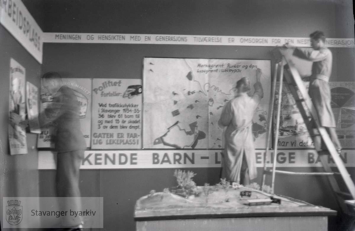 """""""Barn i Lek"""" - utstilling på museet 12.-29.11. 1937."""