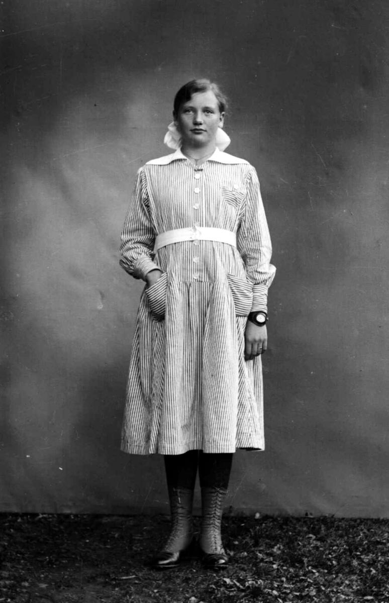 Solveig Amundsen Hjørnevik fra Oslo. Sommergjest på Søre Jørstad, Fåberg i trettiårene.
