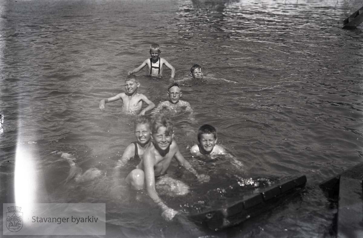 Gutter i vannet. Sandvigå eller Badedammen ?