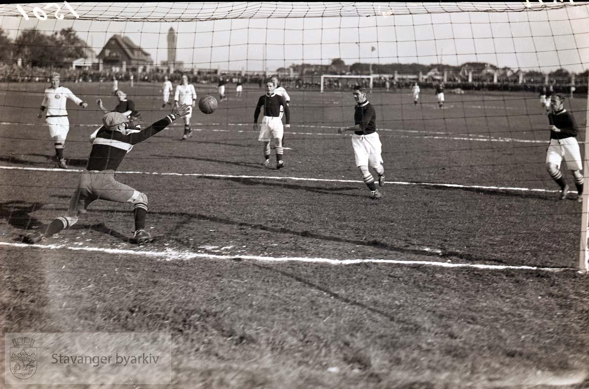 Fotballkamp mellom SIF og ukjent lag. .Fotball.