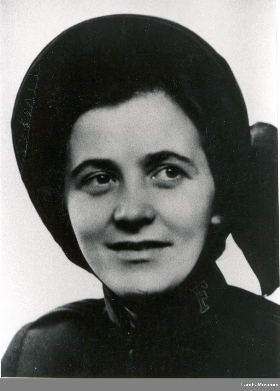 Ingrid Andersen i Frelsesarmeens uniform