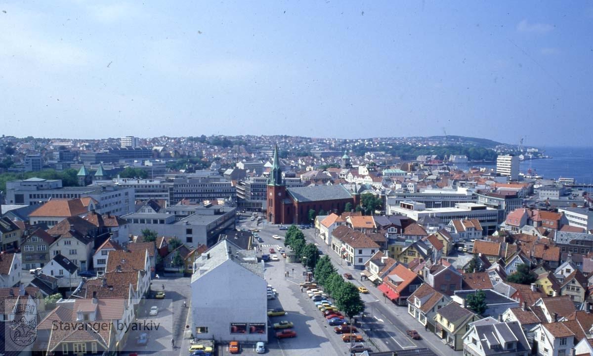 St. Petri Kirkt like til høyre for midten..Mot Sentrum