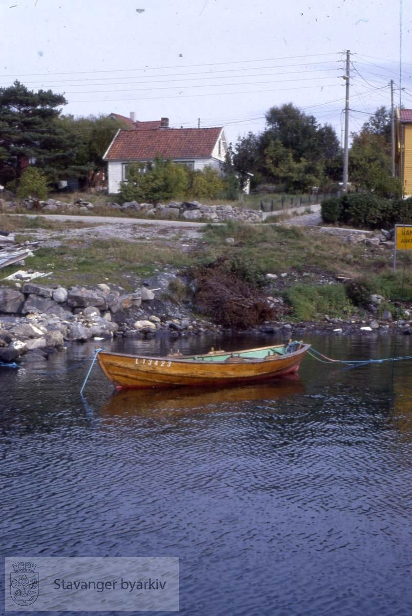 Hus og robåt på Roaldsøy