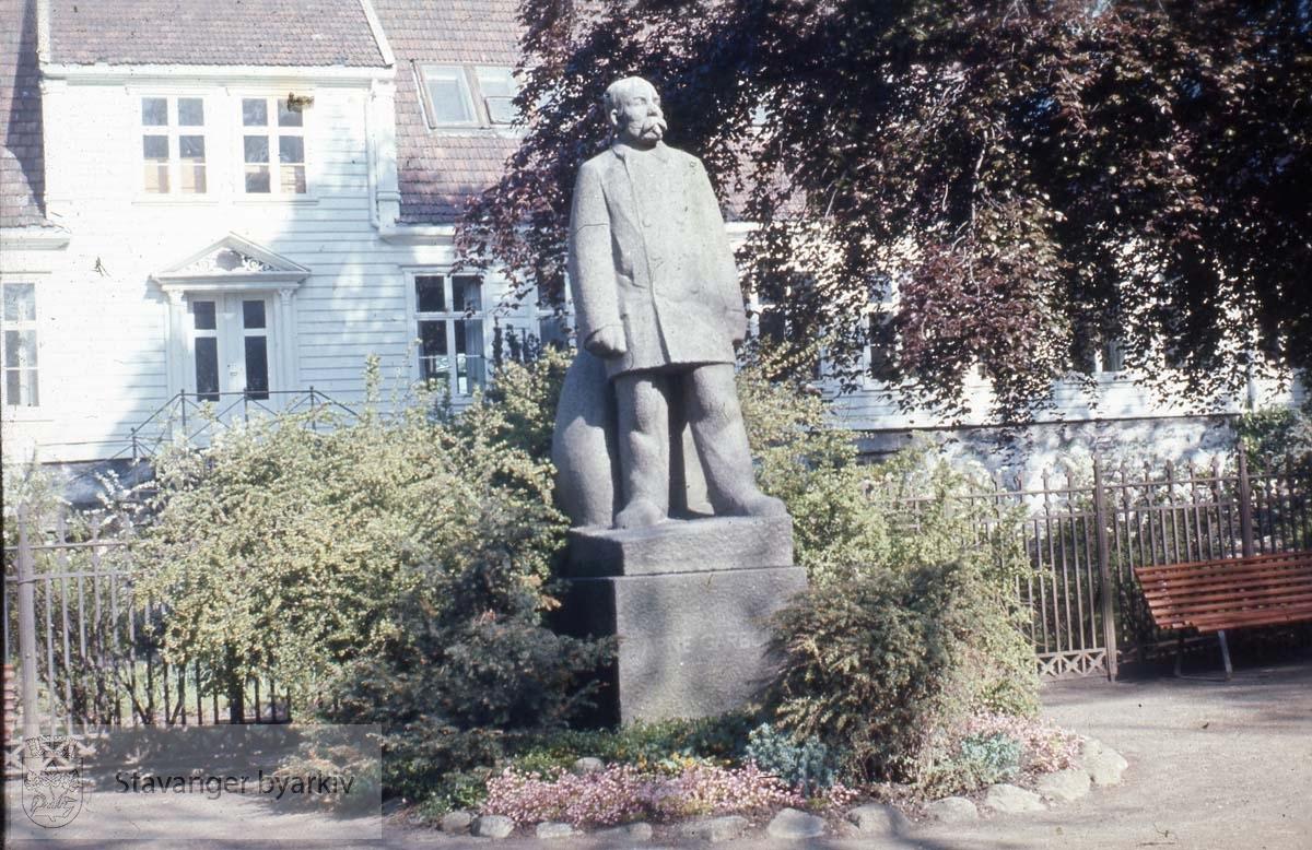 Arne Garborg, Byparken
