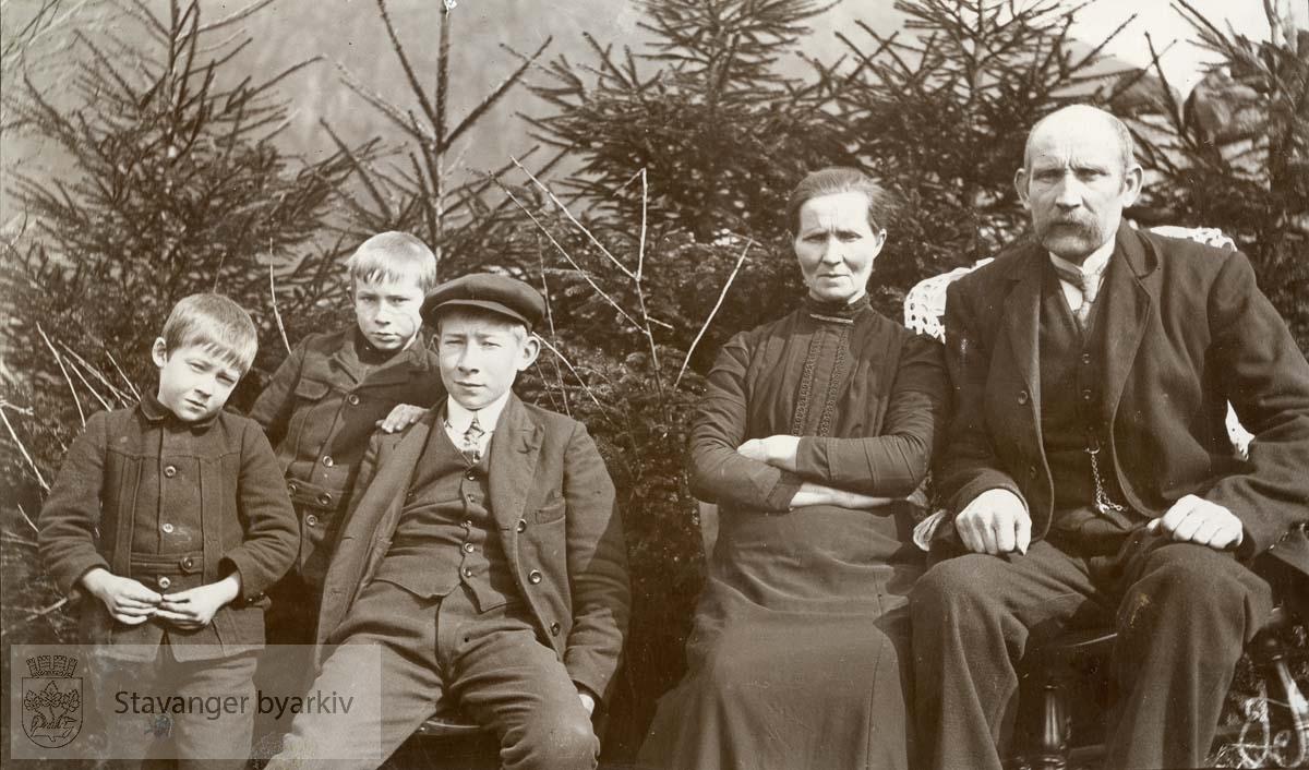 Tollak Kvanvik med familie