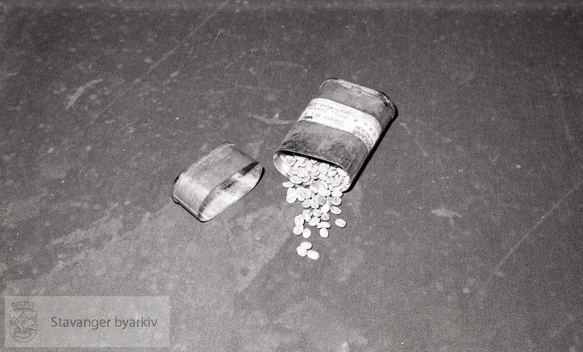 I handelsforeningen:.Kaffeprøve, blikkdåse, Santos Brazil 1977